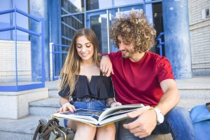 Couple reading textbook together (by Freepik)
