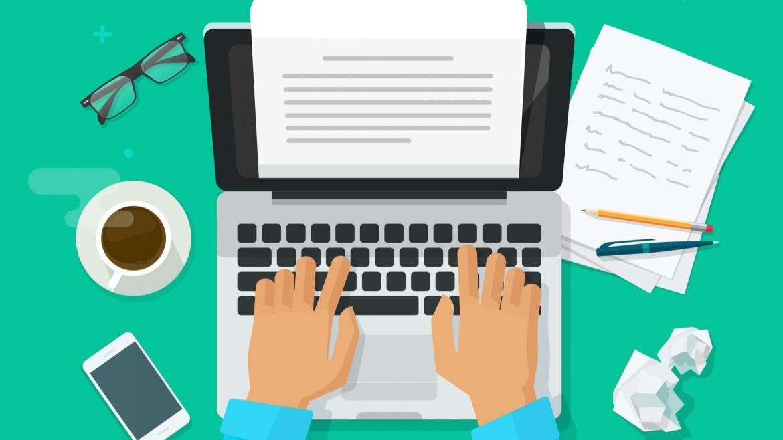 escribiendo ensayo en portátil